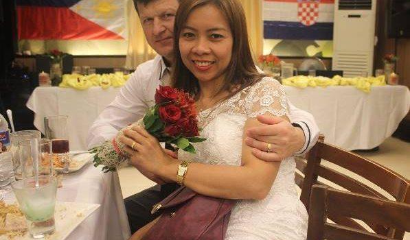 LJUBAV NA 'FEJSU' ZAVRSILA BRAKOM Marijan (50): Navecer smo se upoznali, a vec sutradan vjencali!
